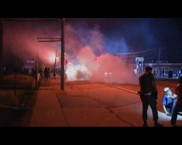 警方施放催淚彈驅散弗市示威者