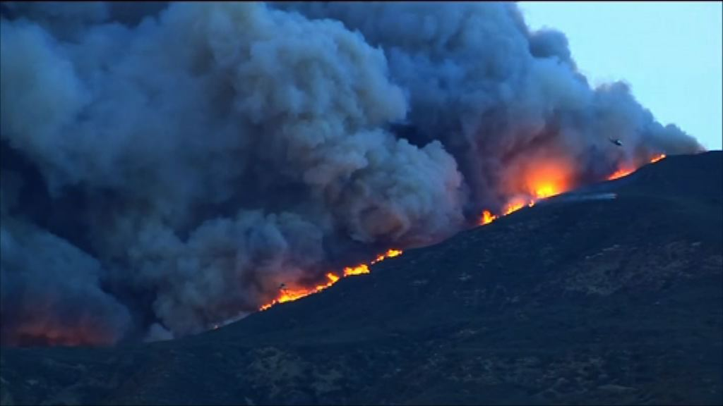 南加州山火持續兩人被燒傷