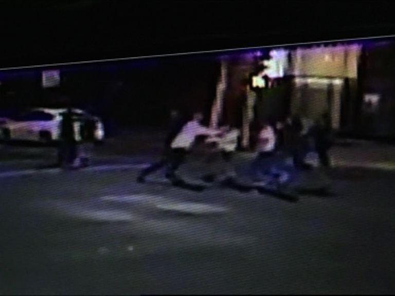 制止法國火車襲擊英雄街頭被刺