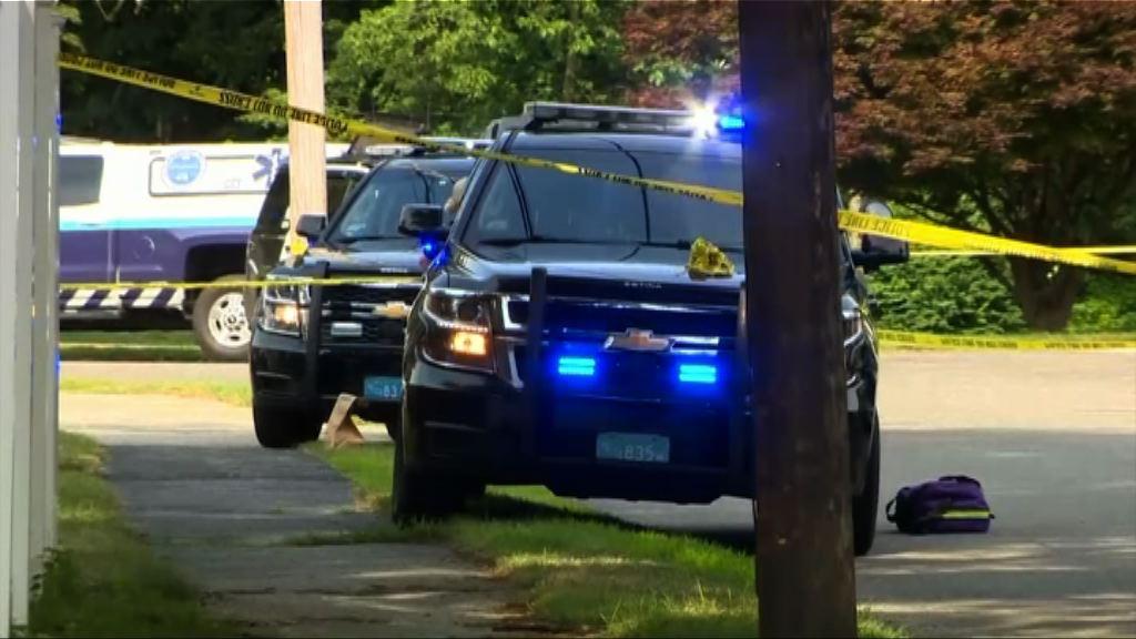美麻省男子撞車後奪警槍擊斃兩人