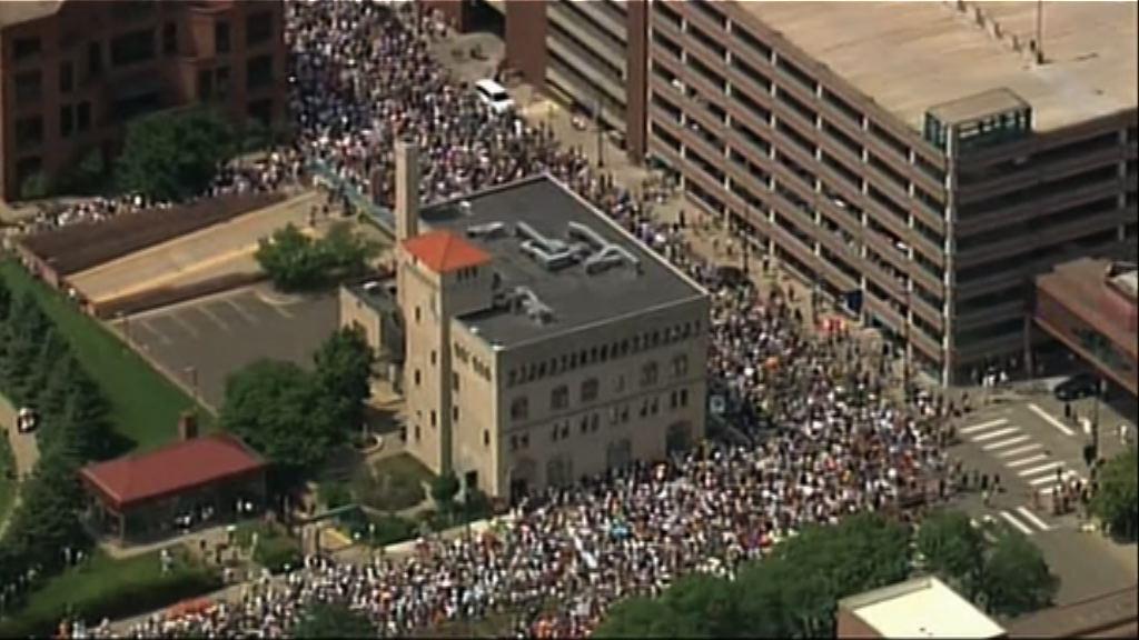 美國有七百多個集會抗議零容忍政策