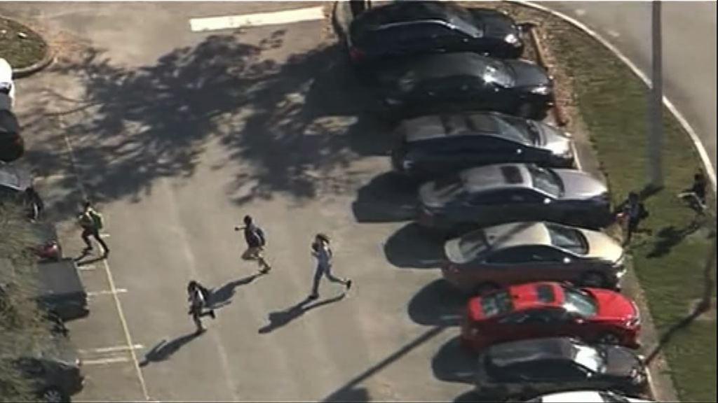 佛州槍擊案佩槍校警沒採取行動