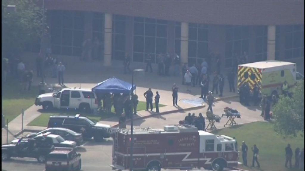美國得州高中發生槍擊案至少八死 槍手被捕