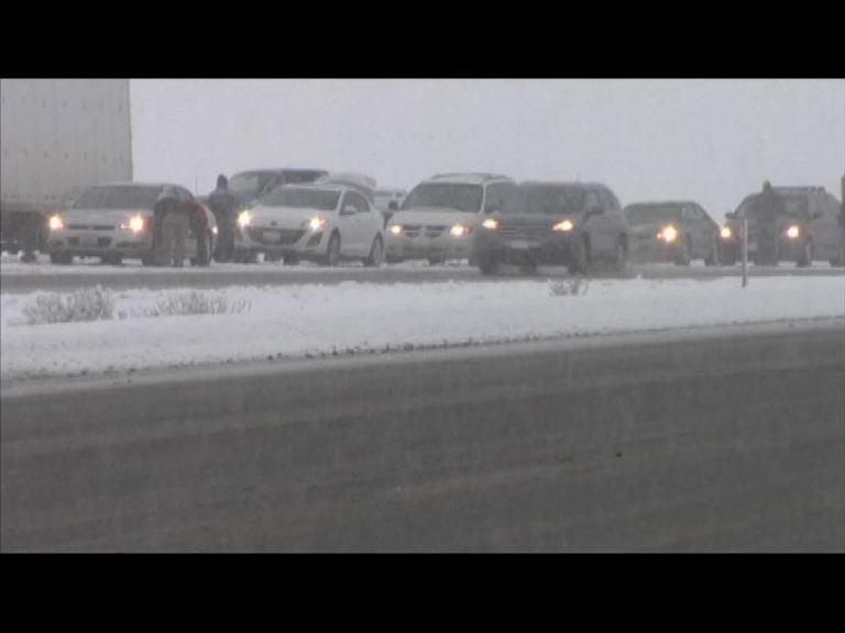 美國內華達州大雪影響交通供電