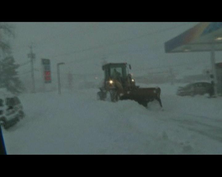 美國紐約州動員全州資源清理積雪