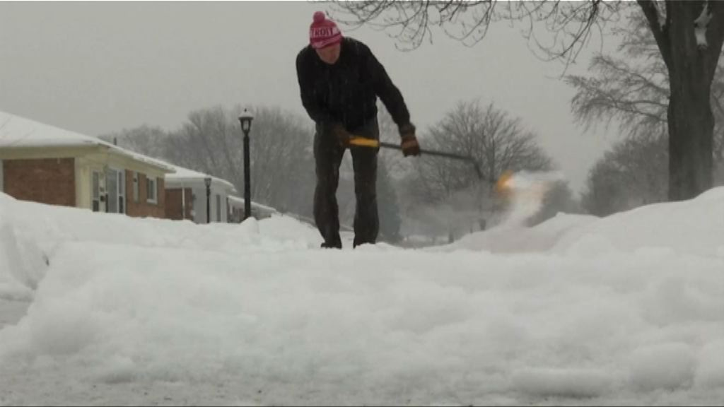 美中北部遭暴風雪 部分地區或有逾36厘米厚積雪