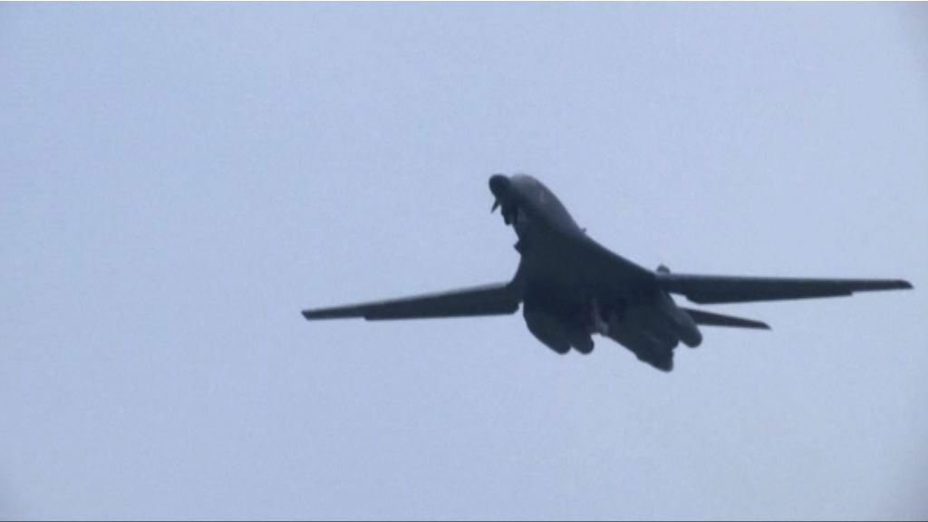美軍戰略轟炸機再飛越南海上空