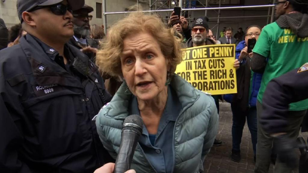 美國稅改法案還富於民與否惹爭論
