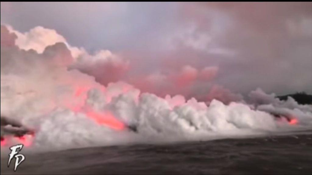 夏威夷火山噴發 熔岩流進大海產生有害煙霧