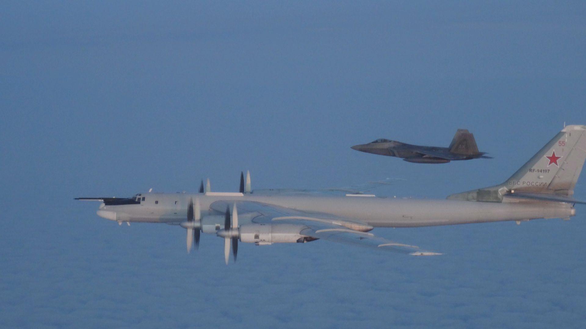 俄轟炸機飛近阿拉斯加遭美加戰機攔截