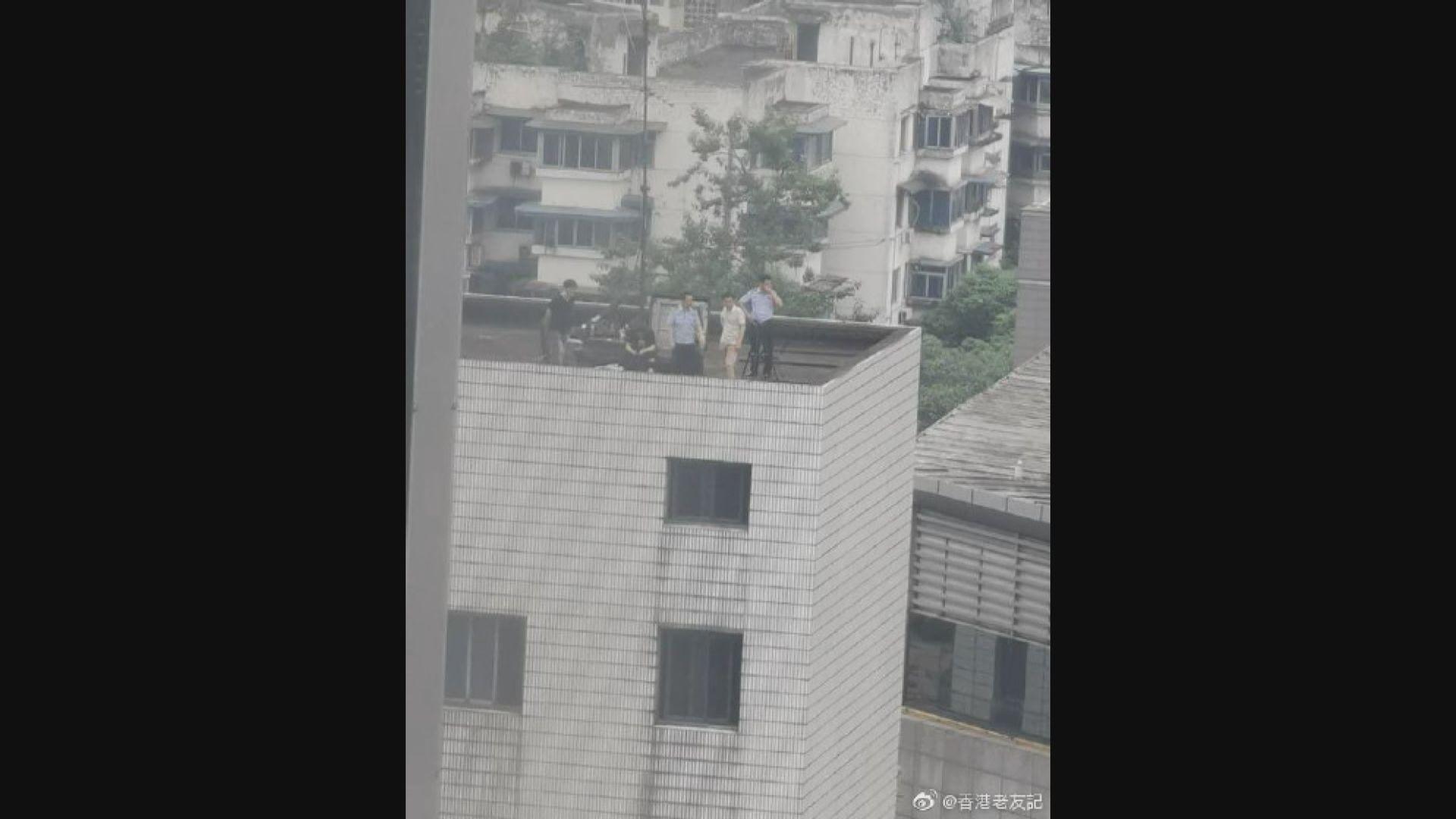 法國國際廣播電台:軍警在美國駐成都總領事館附近監視