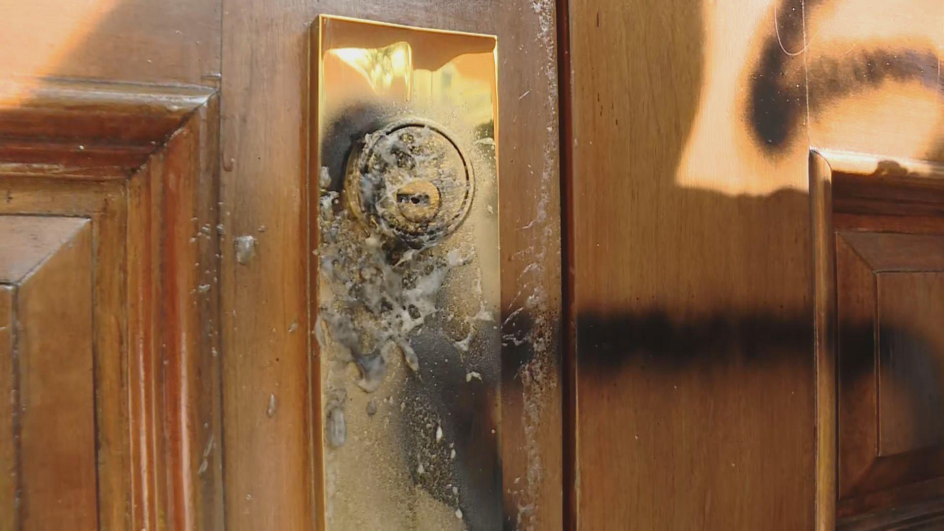 科大有人到校長宿舍破壞促譴責警暴