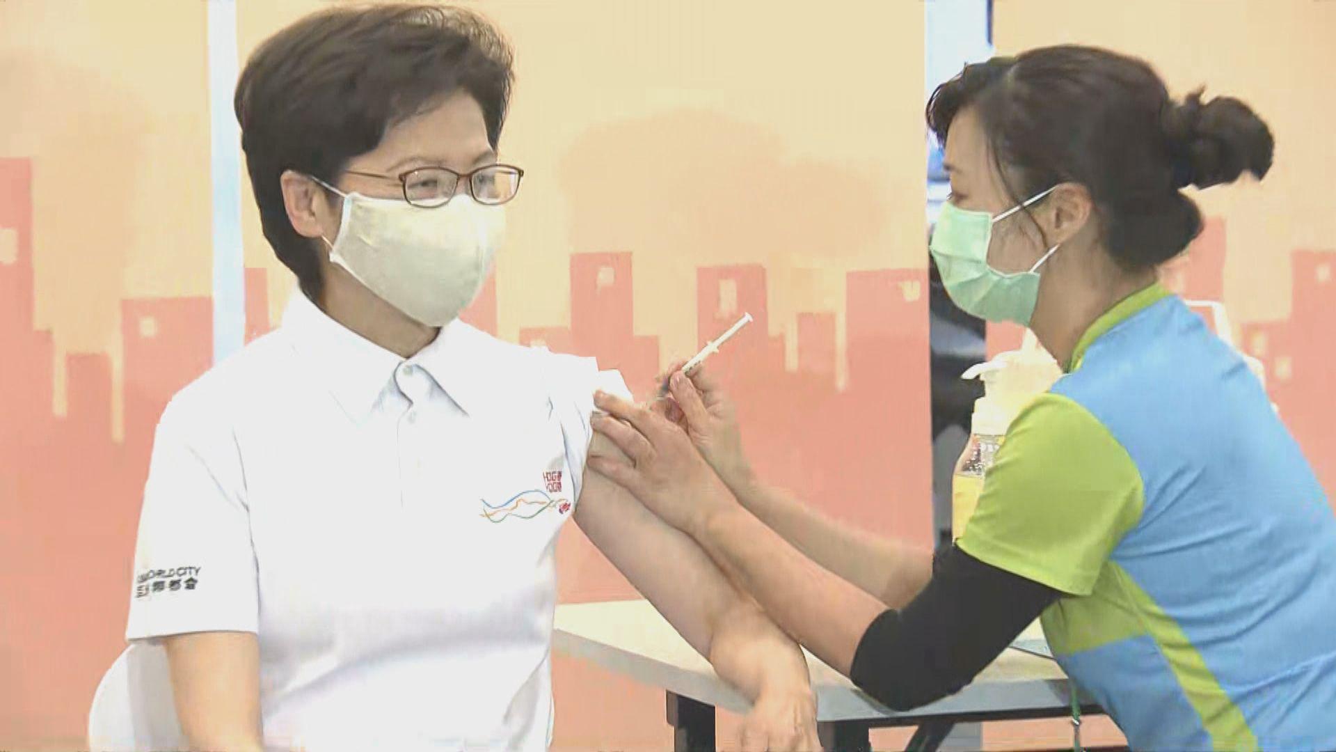行政長官及多名司局長接種科興疫苗