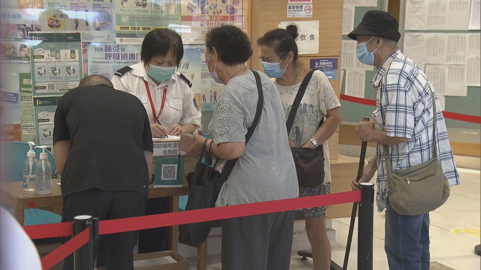 疫苗外展隊到石籬為長者接種 合資格者可獲超市禮券