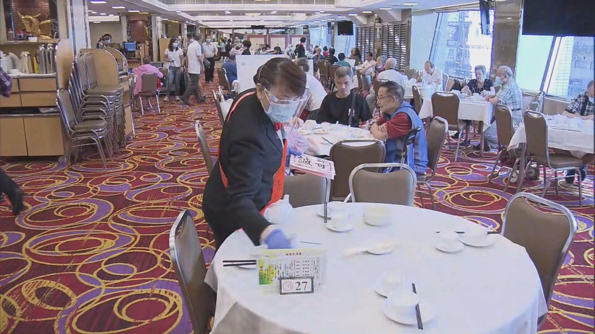 有飲食集團表示容許員工接種後申請一天病假