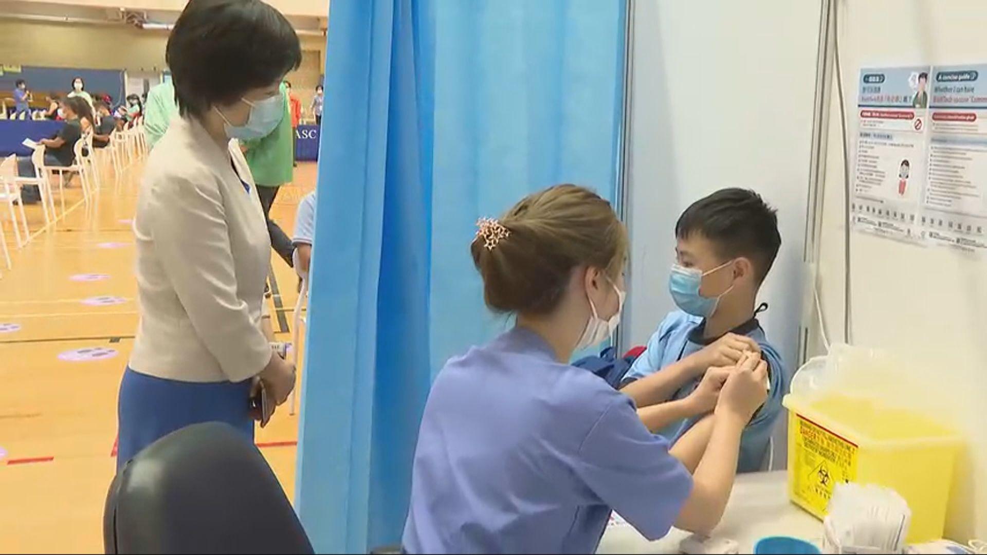 首間學校以團體預約到社區中心接種新冠疫苗