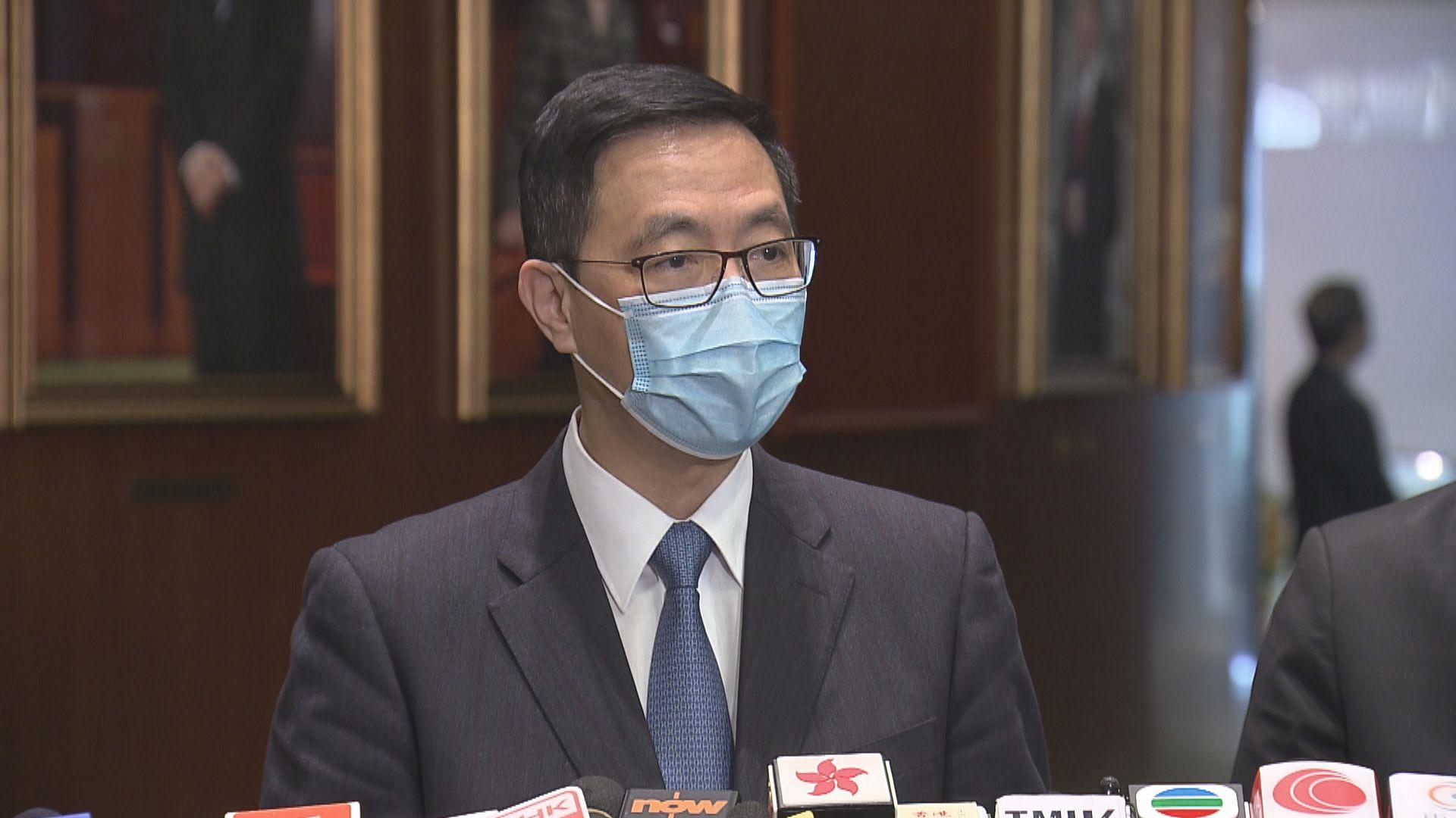 楊潤雄:未必每間學校環境適合到校接種
