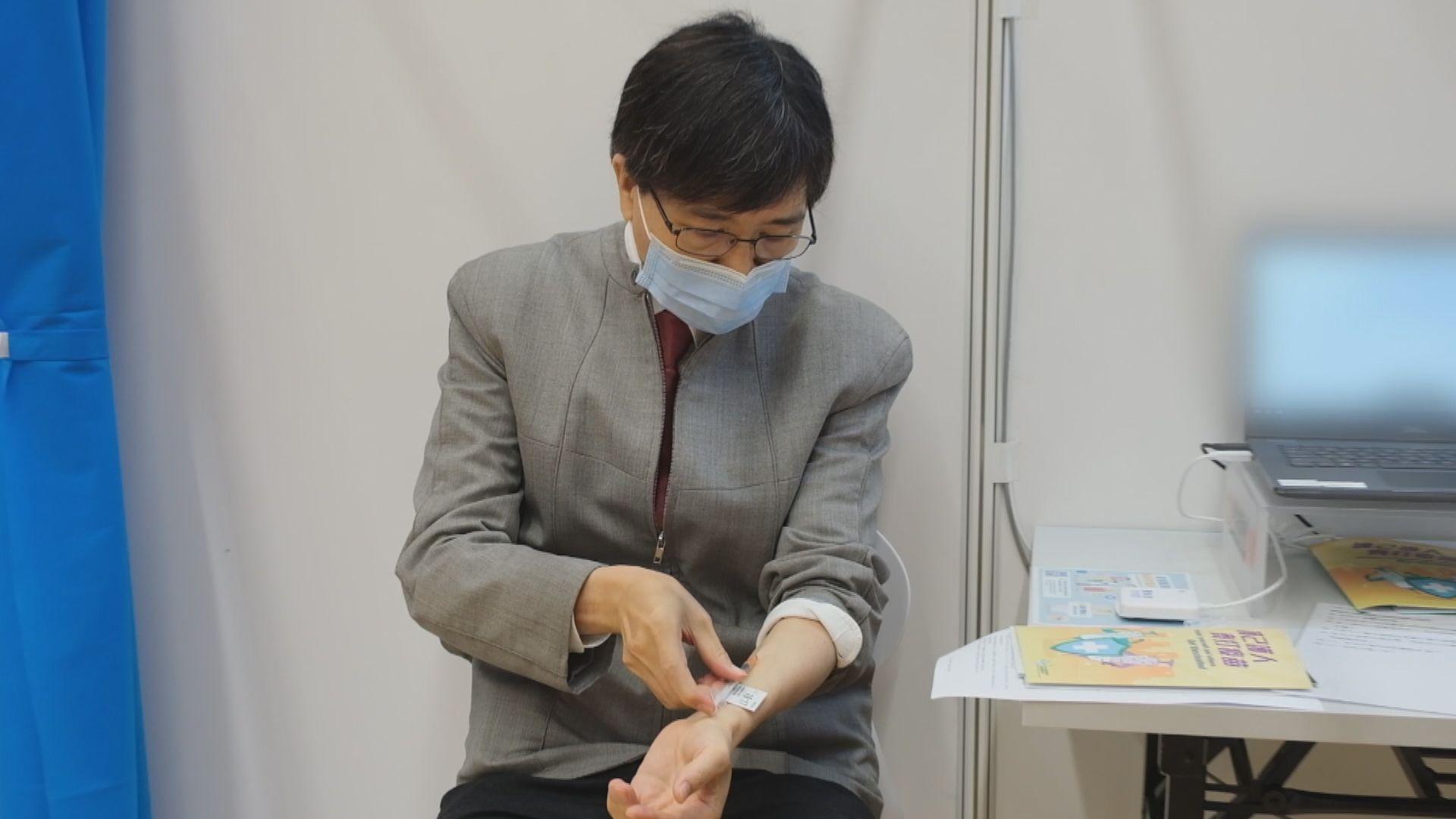 月初注射復必泰疫苗 袁國勇:已產生抗體