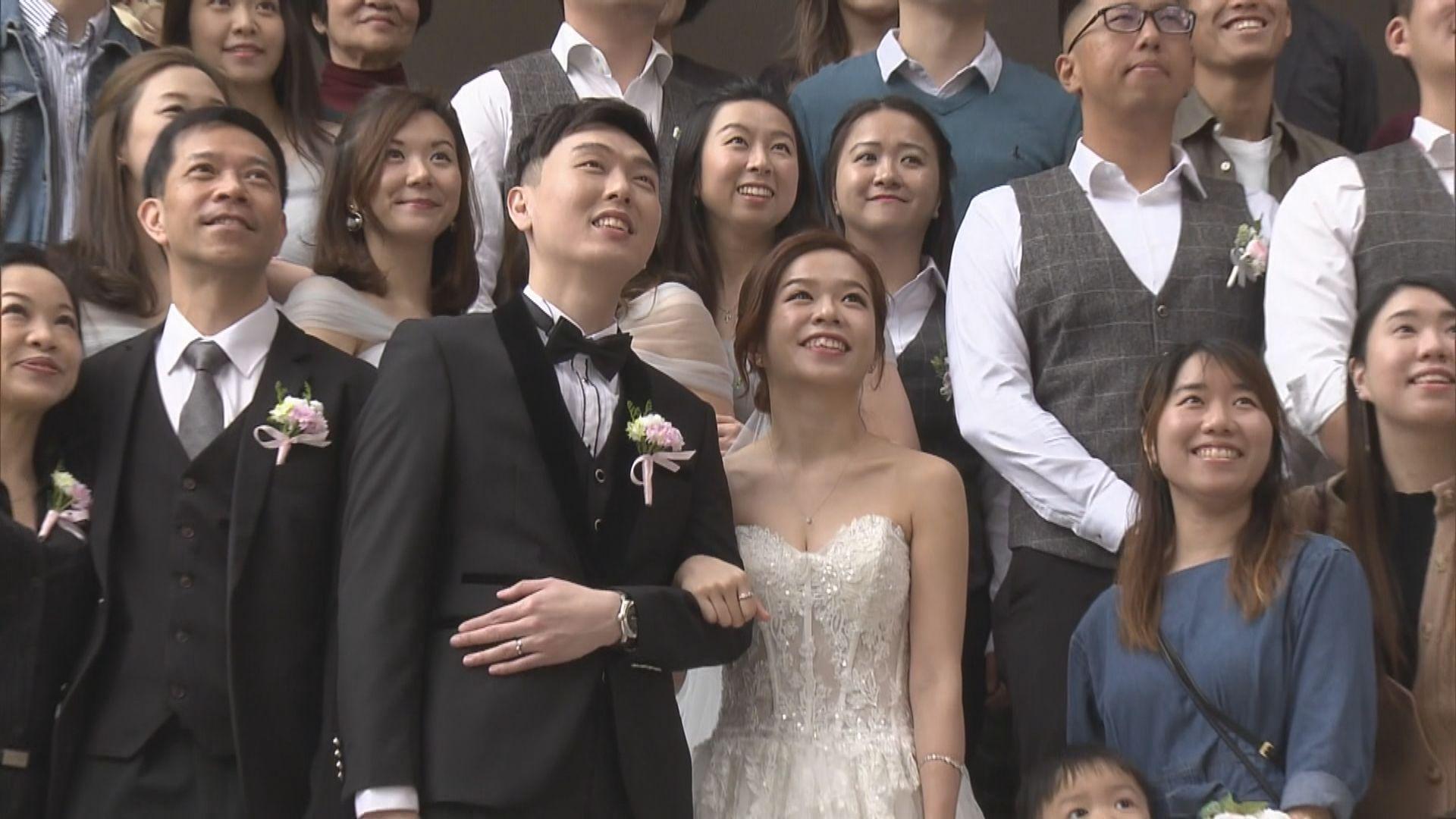 本港逾三百對情侶趁情人節登記結婚