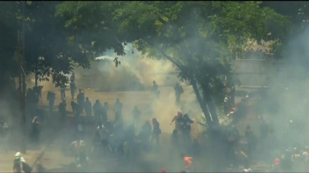 委內瑞拉警施催淚彈阻大學生到市中心示威