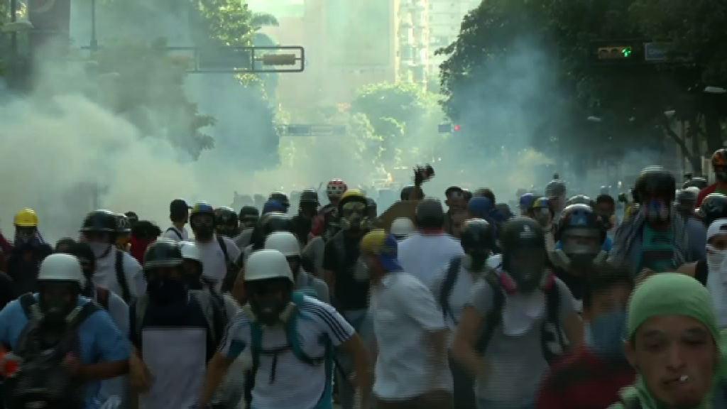 委國示威持續 民眾佔據首都主要高速公路