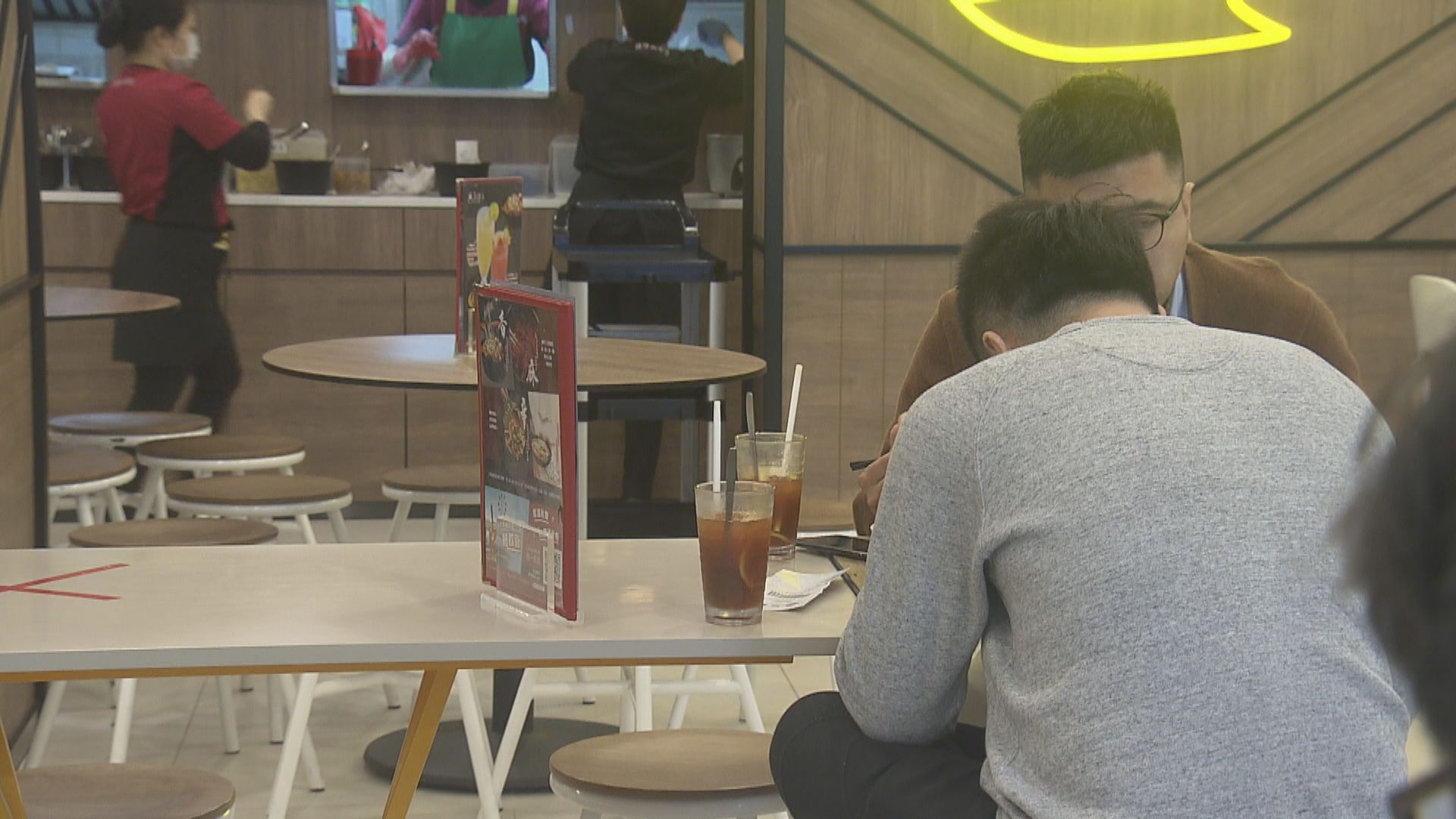 政府延長限聚令等措施兩周 取消食肆顧客數目限制