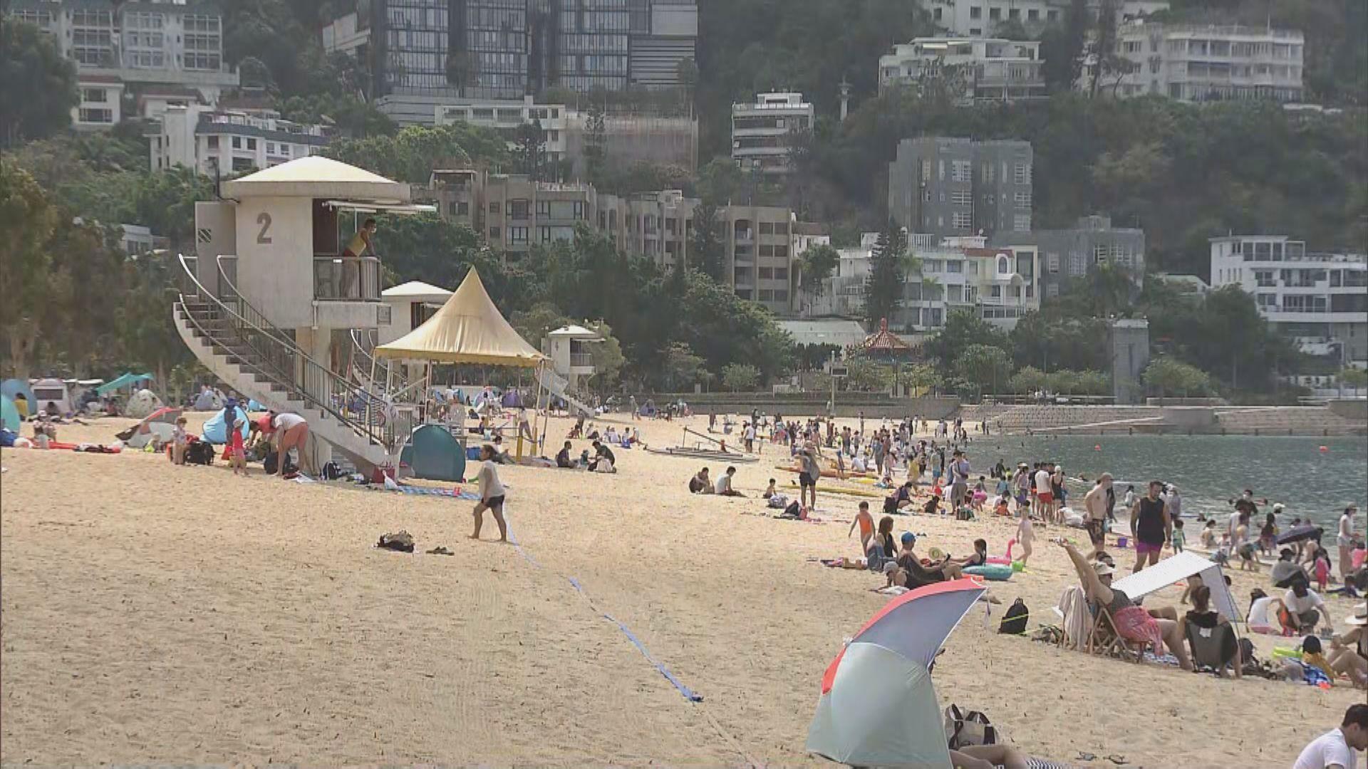 市民趁泳灘重開嬉水 部分人戴口罩守防疫令