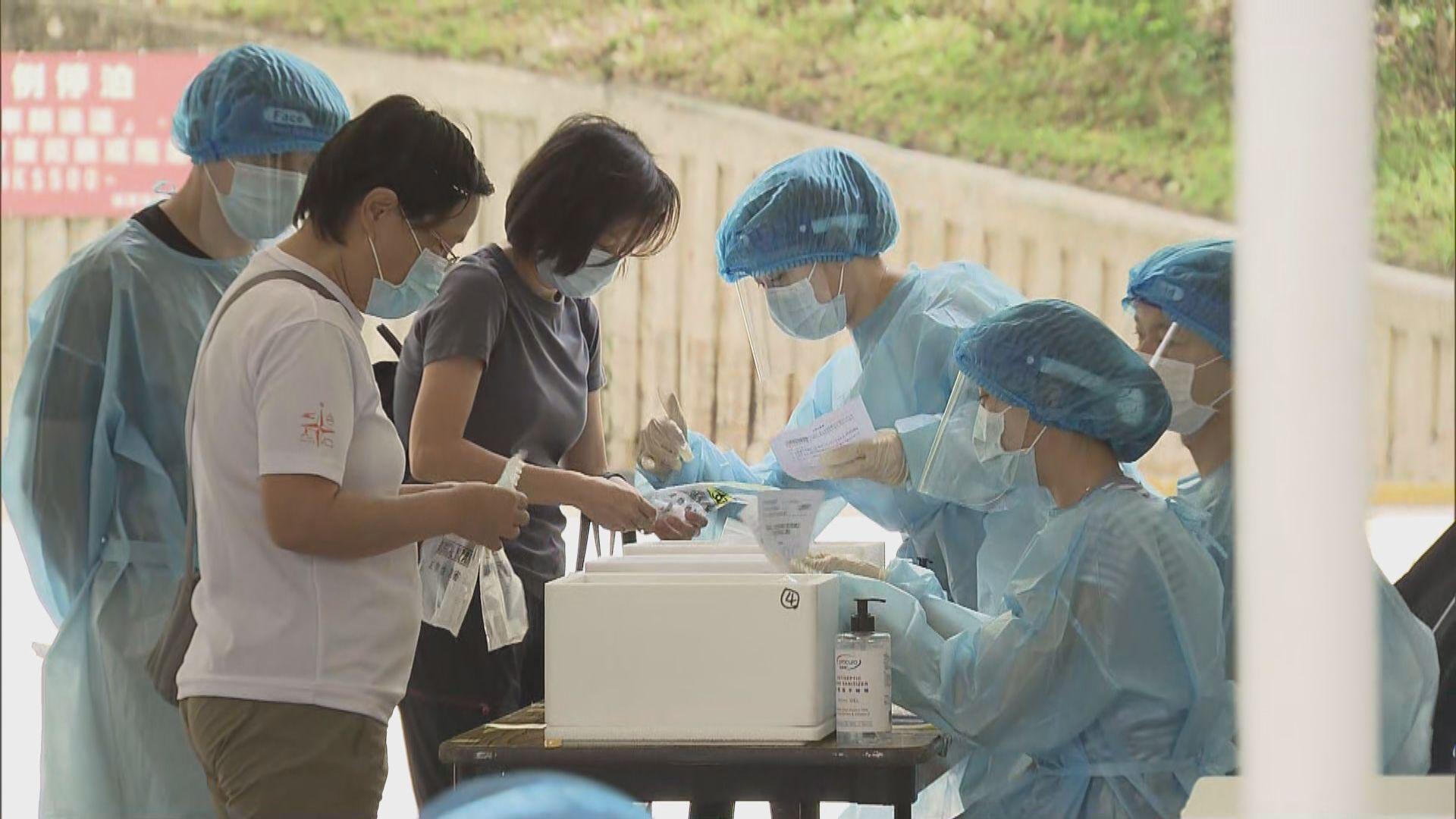 免費檢測擴大至多區 市民交回自採咽拭子樣本