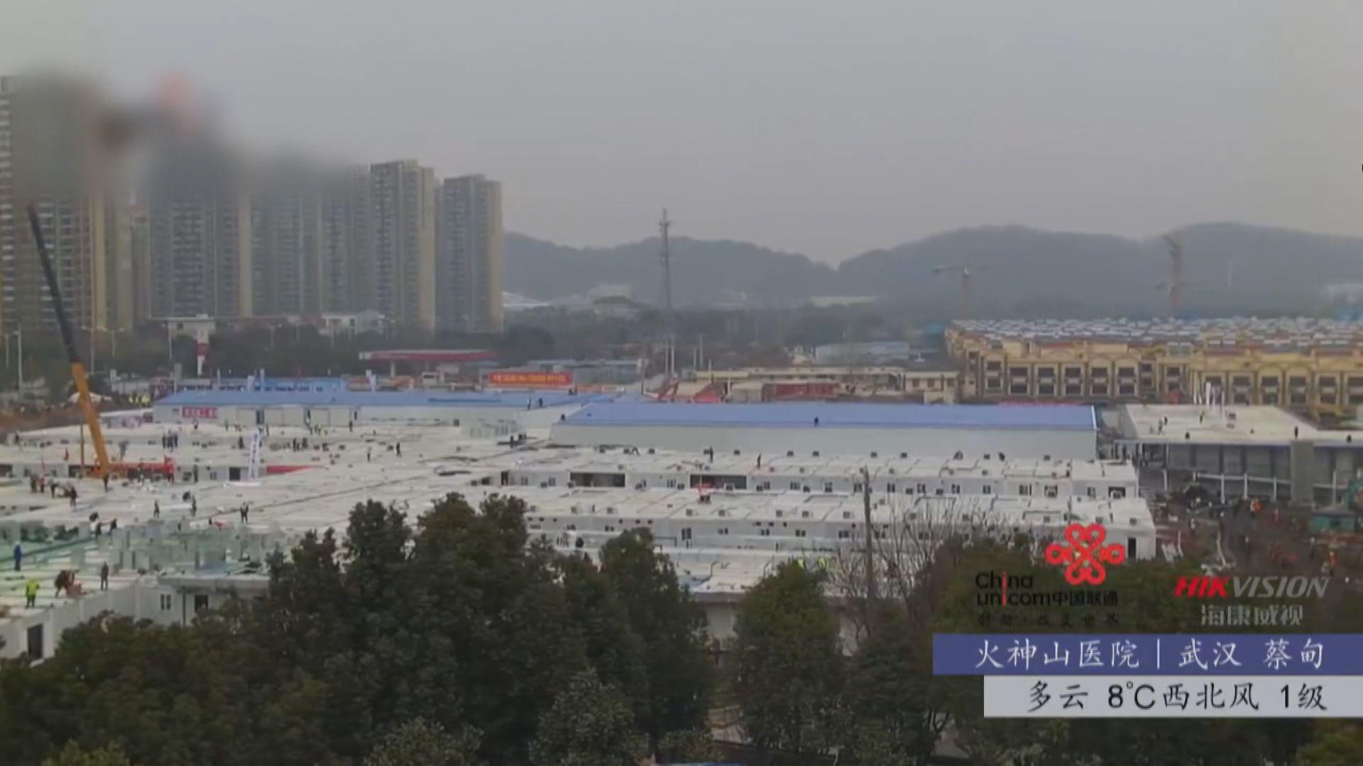 解放軍抽調1400名醫護到火神山醫院協助救治
