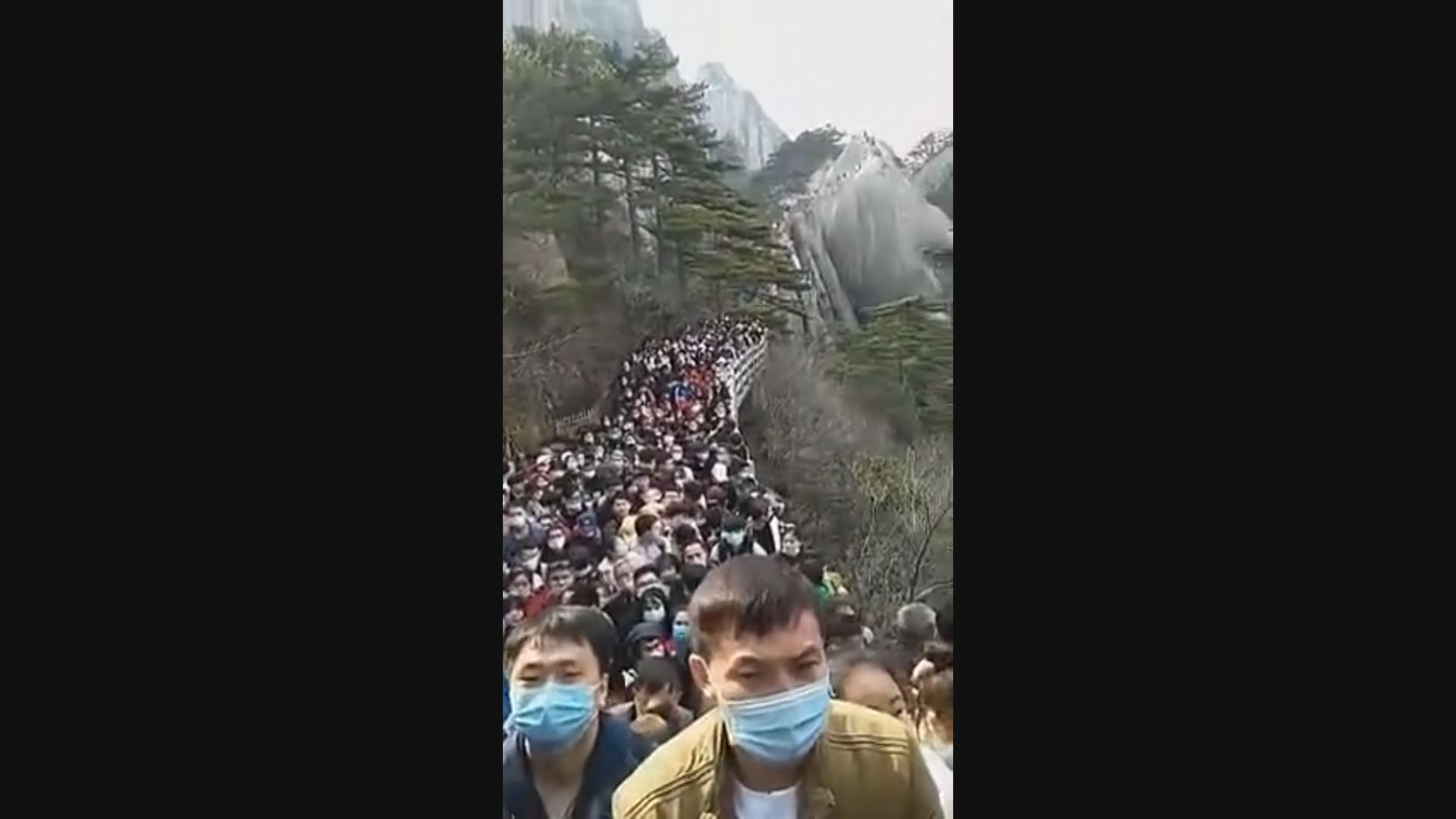 中國旅遊景區重開 遊客蜂擁而至