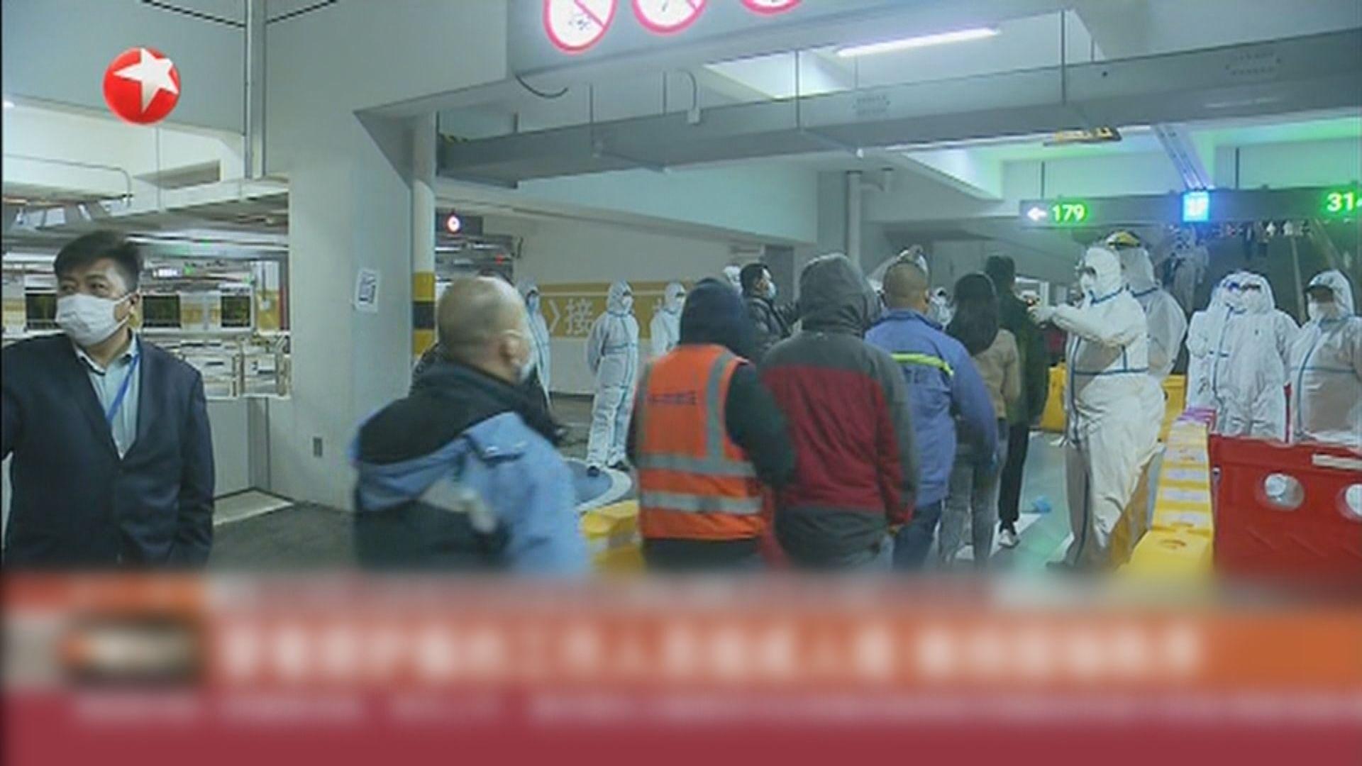 上海疫情反彈 浦東機場大規模核酸檢測場面一度混亂