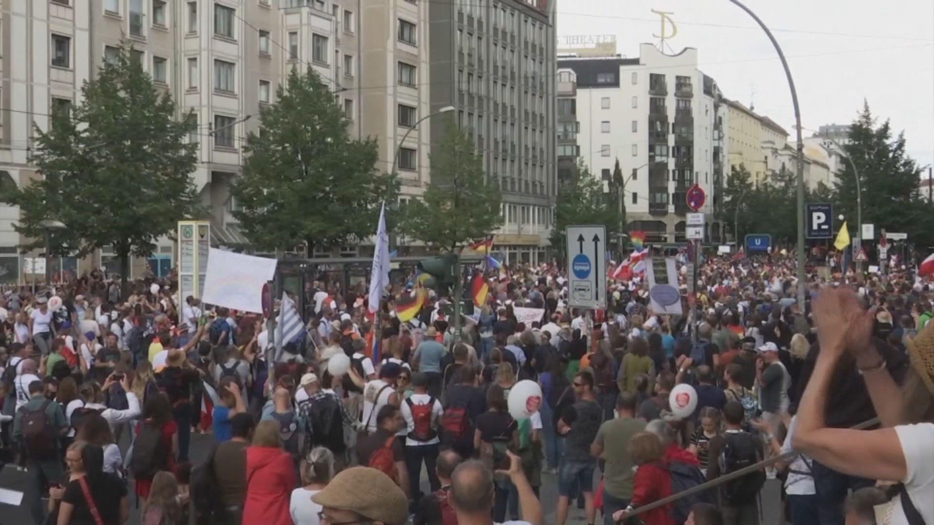 歐洲多國現反防疫措施示威 英國有人質疑疫情是惡作劇