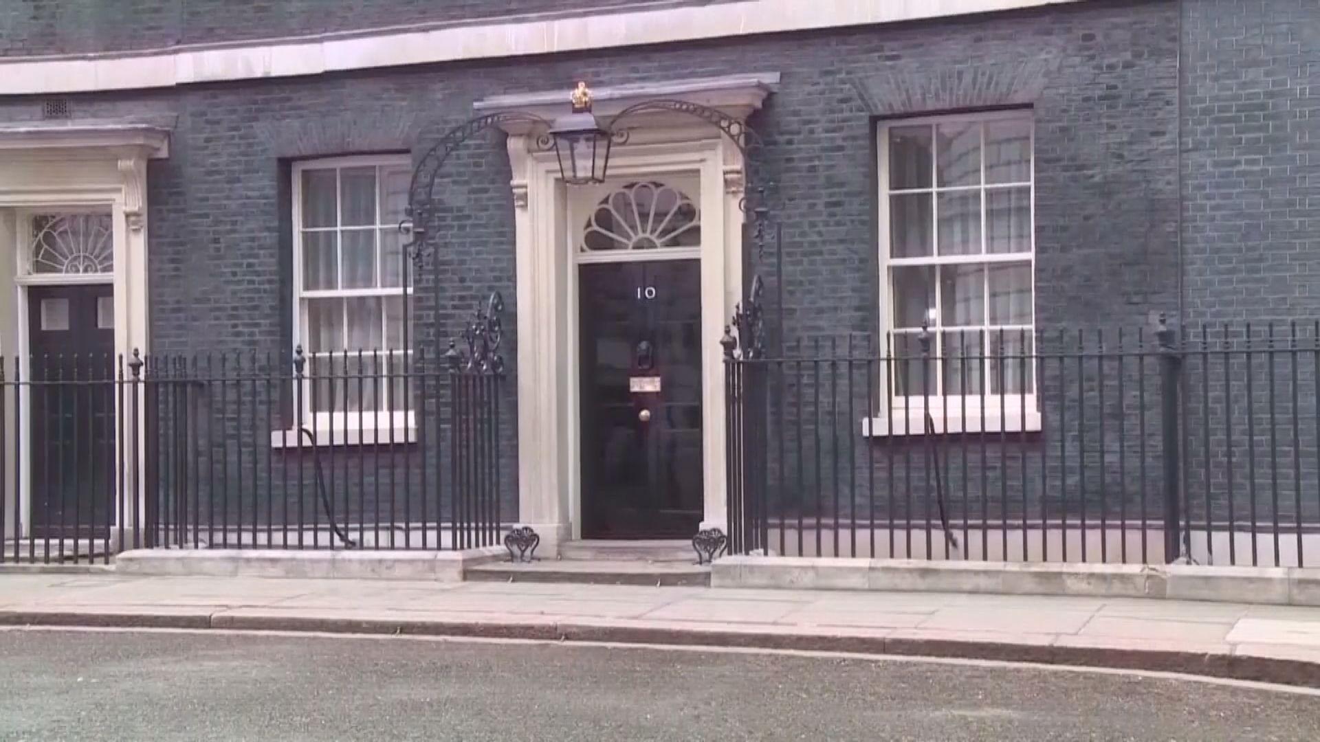 英國政府表明不會太早放寬封鎖措施