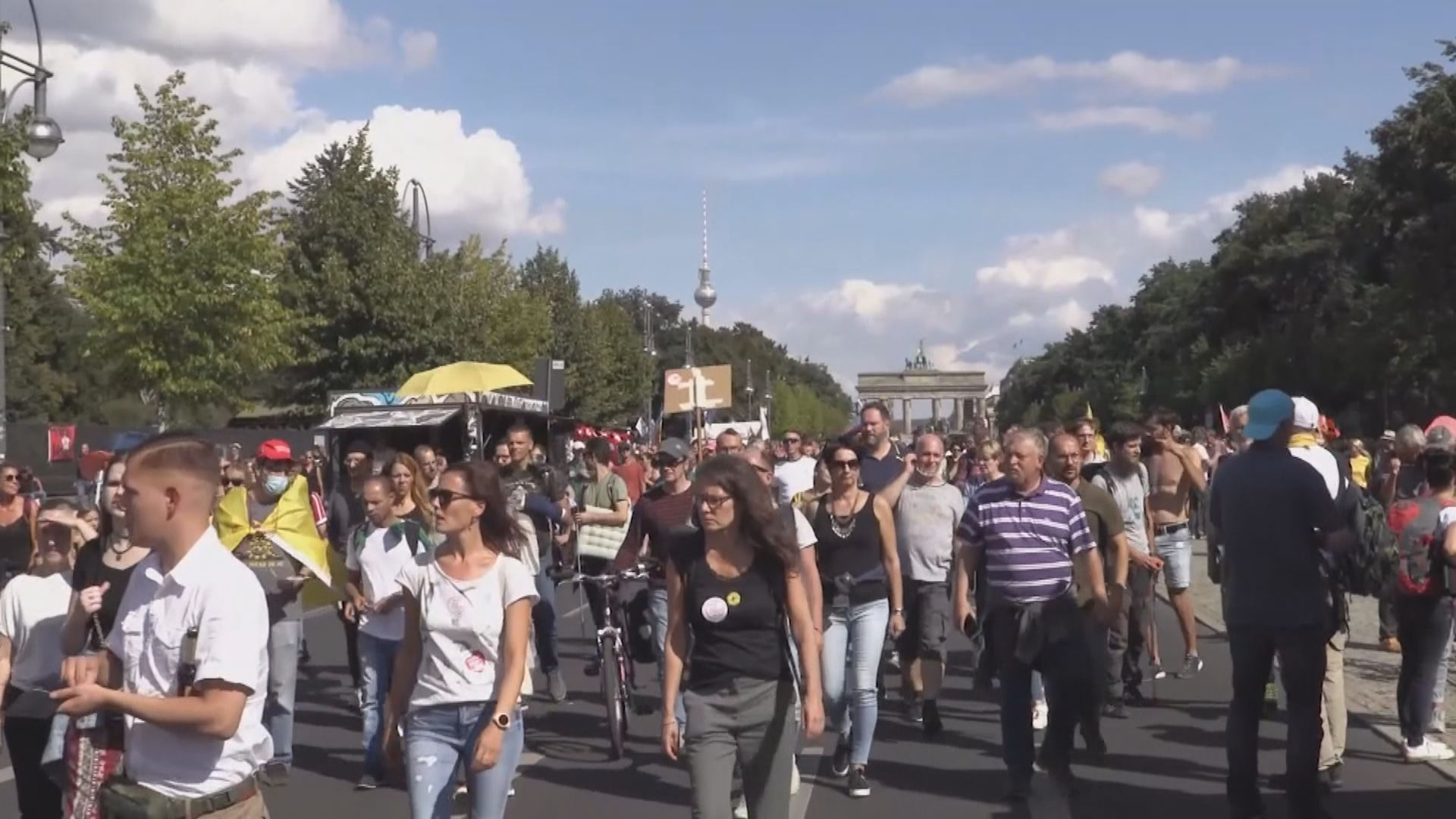 德國有民眾示威抗議政府防疫措施 警方帶走多人
