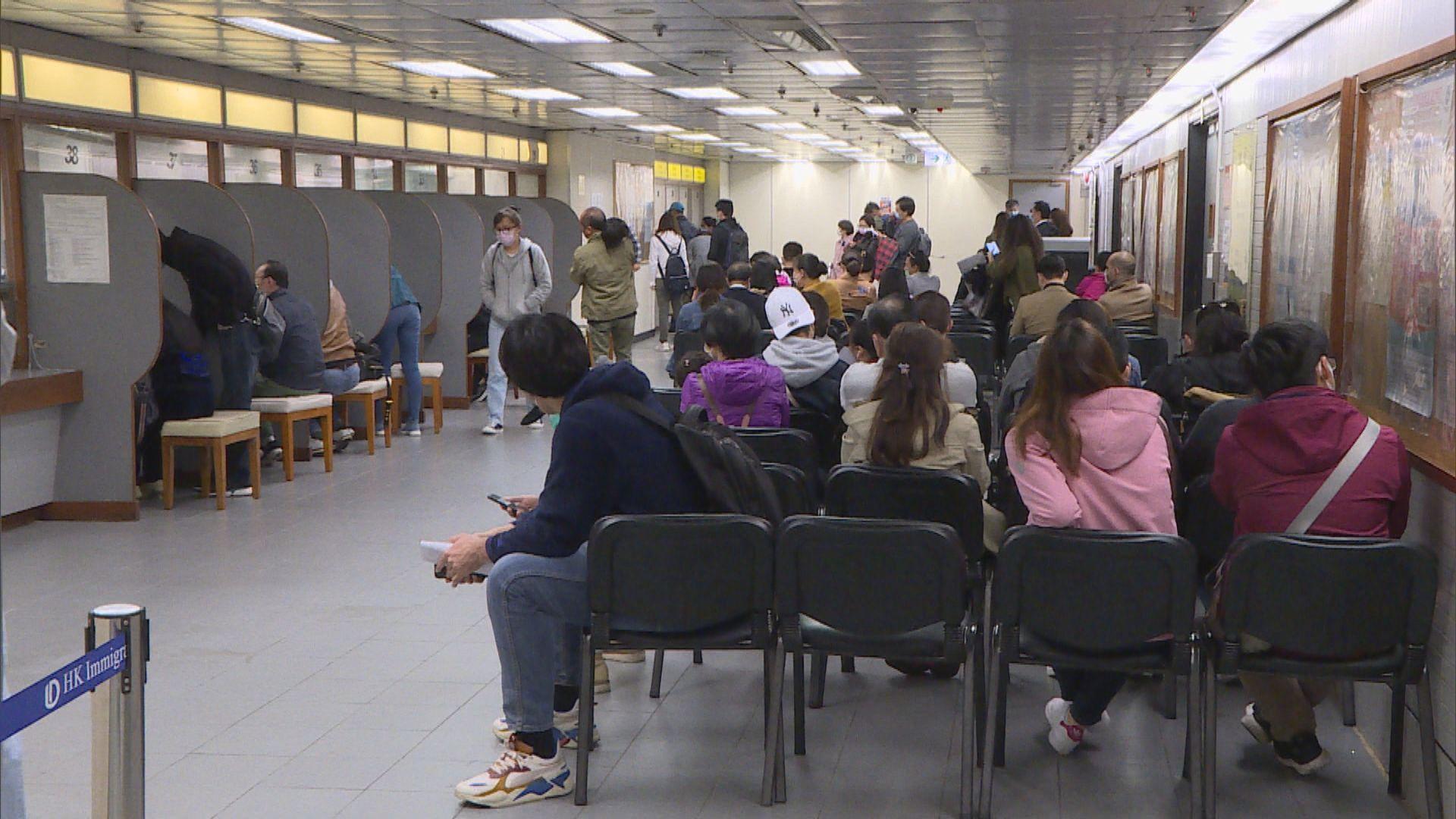 大批內地旅客申請延長逗留在港期限