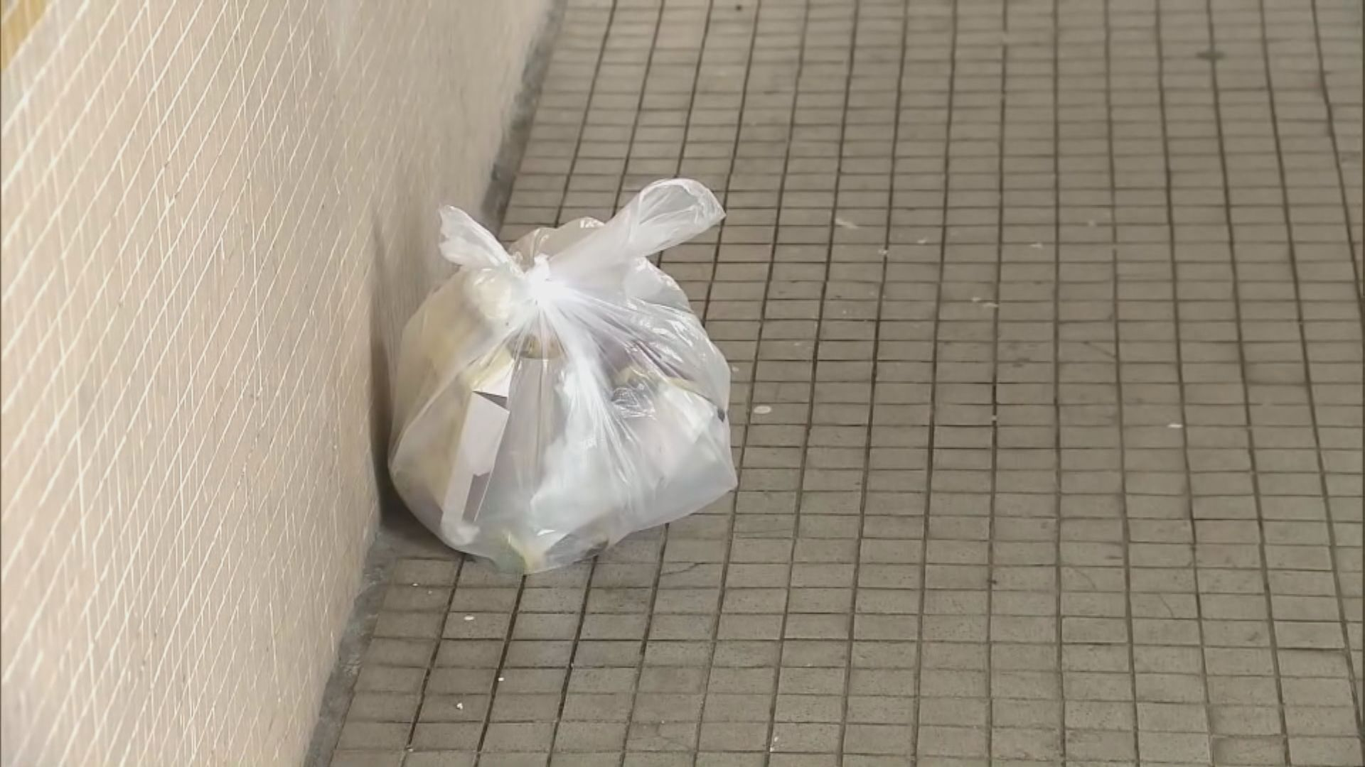 東頭邨貴東樓多人確診 有居民不滿大廈衞生情況