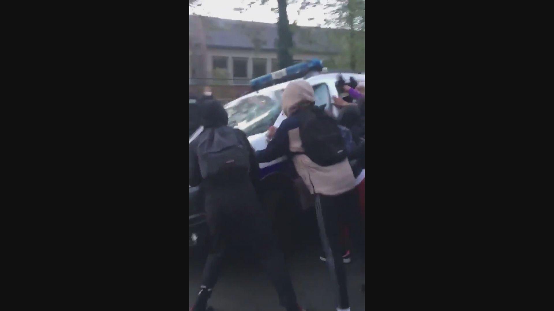 法國學生抗議學校防疫不足與警衝突