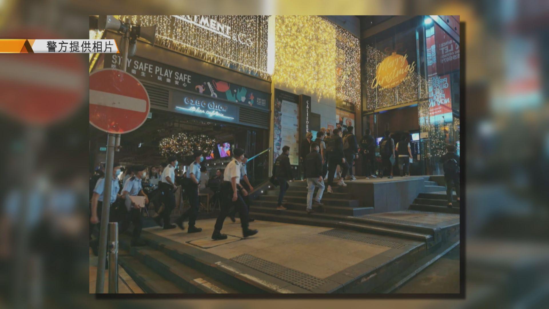 警方發現兩酒吧違規營業 檢控負責人及票控顧客