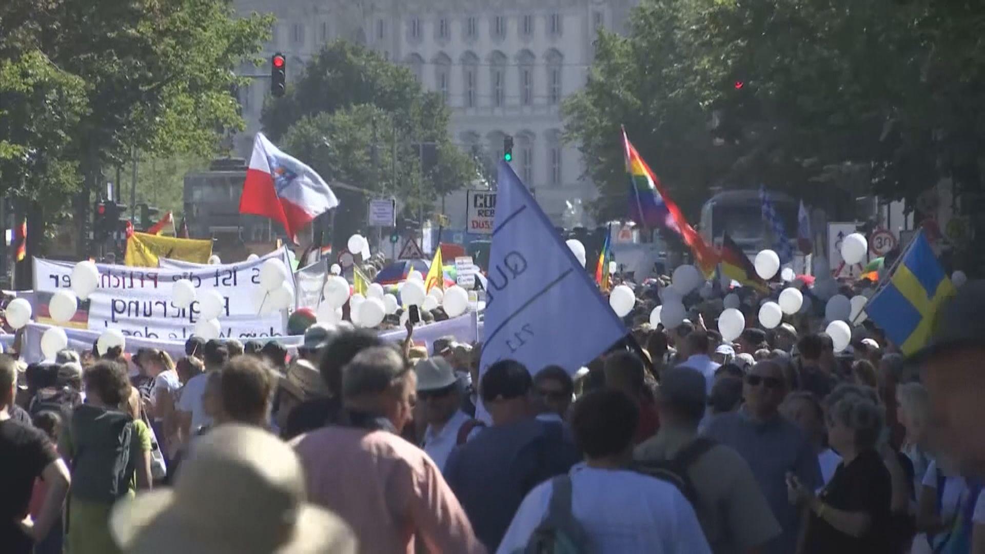 德國柏林逾萬人遊行反對防疫措施