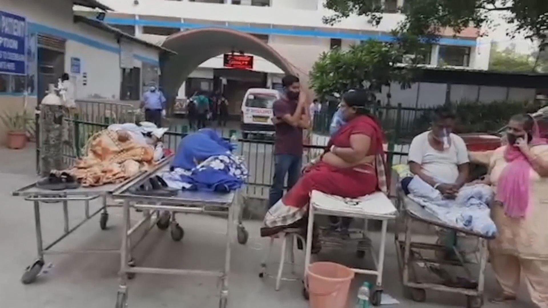 印度增逾34萬宗確診 有新冠病人因氧氣供應不足致死