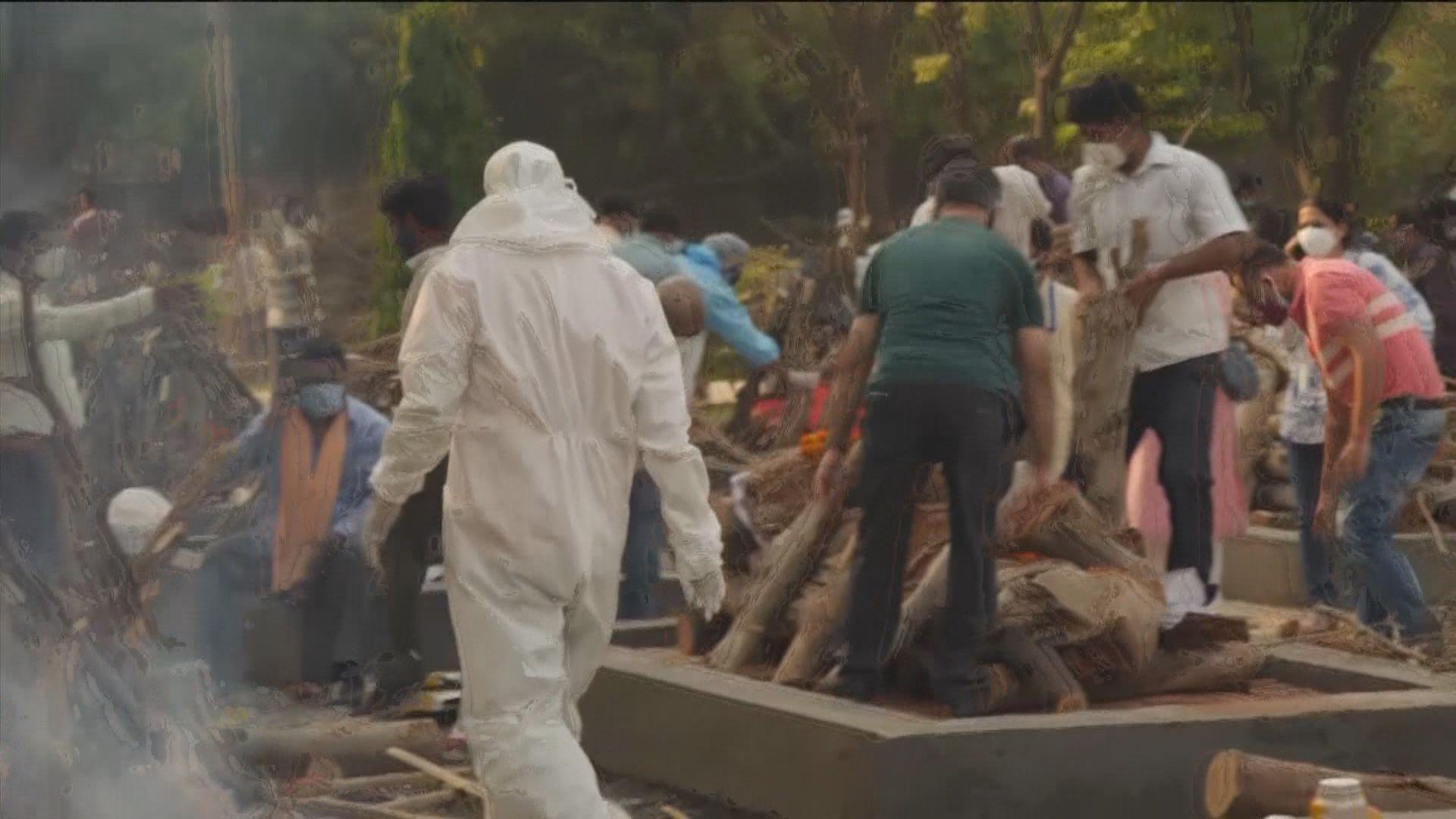 印度疫情嚴峻再增36萬確診 火葬場趕急處理遺體