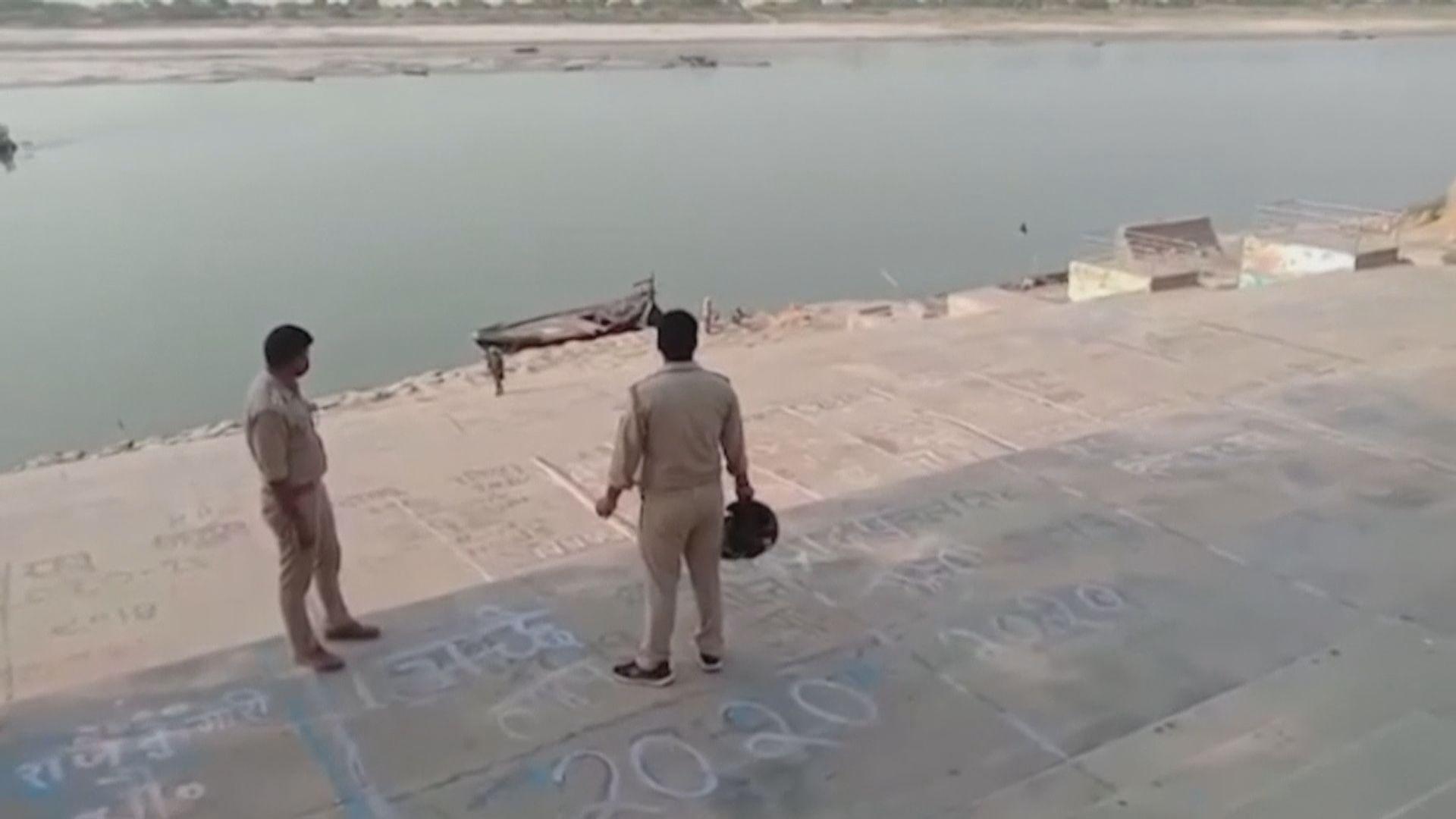 印度聯邦政府促不要將新冠確診死者遺體拋進恆河