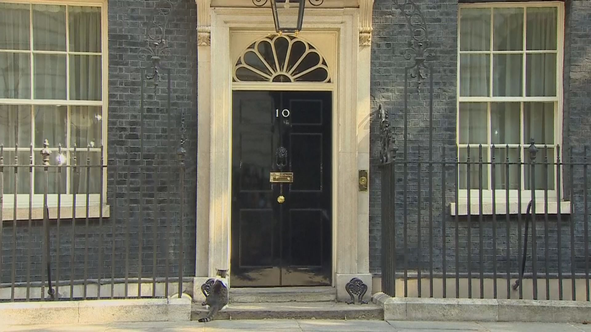 約翰遜情況穩定 外界關注英國政府權力真空問題