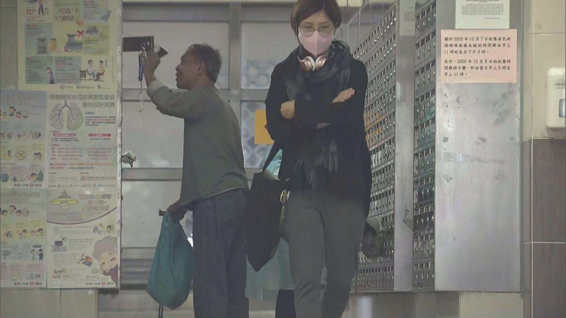 葵盛西邨第八座五樓居民深夜撤離 有居民如常外出