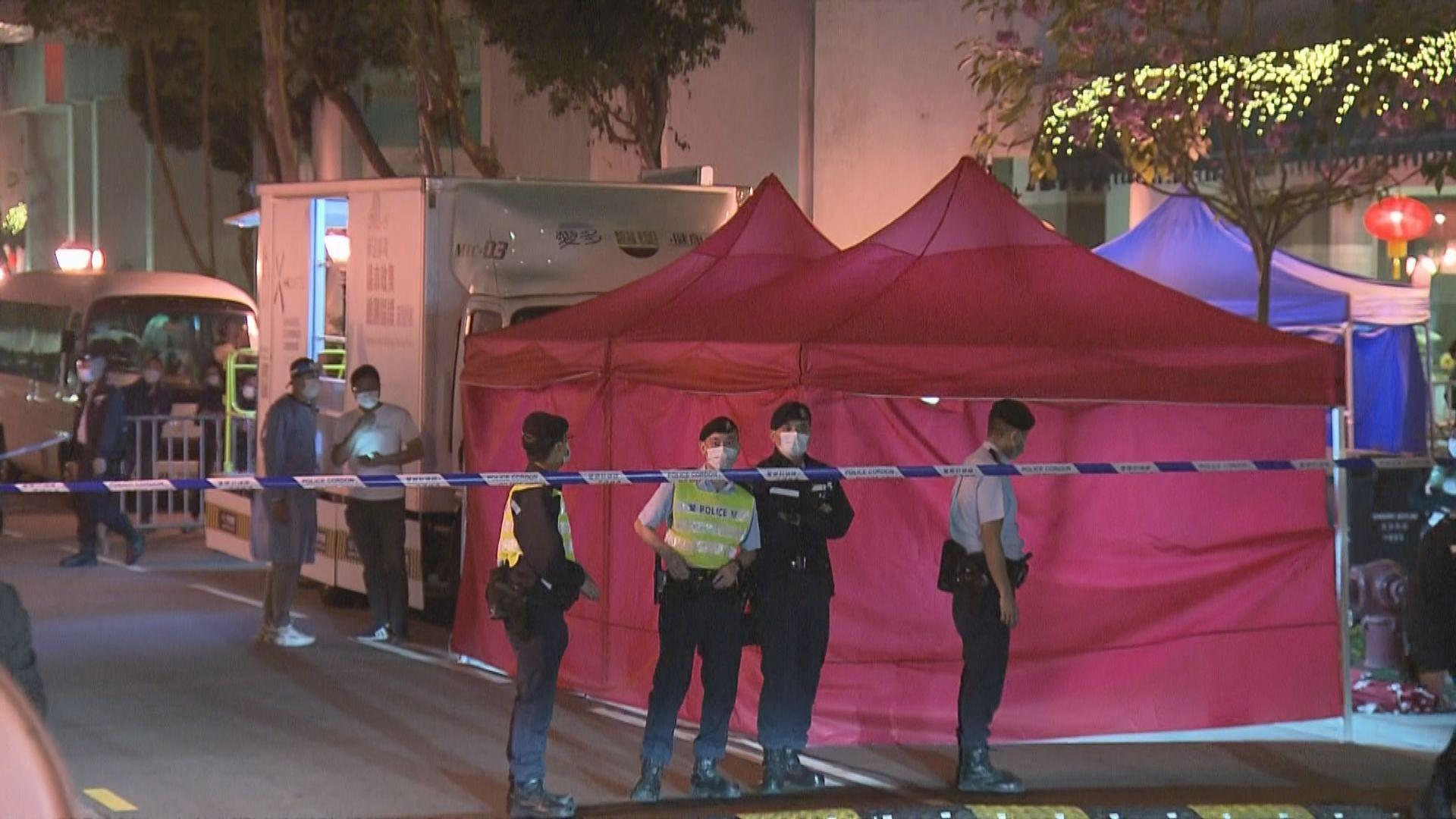 當局突擊圍封麗港城五座及七座 有居民批政策擾民