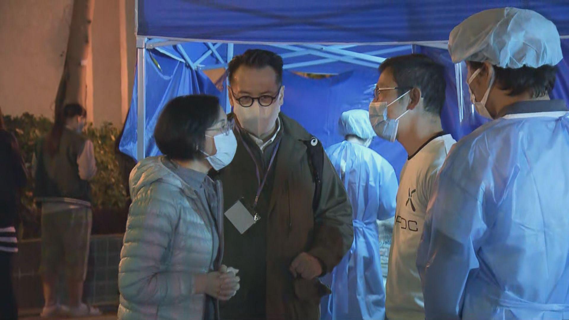 政府晚上突擊圍封麗港城五及七座 陳肇始到現場視察
