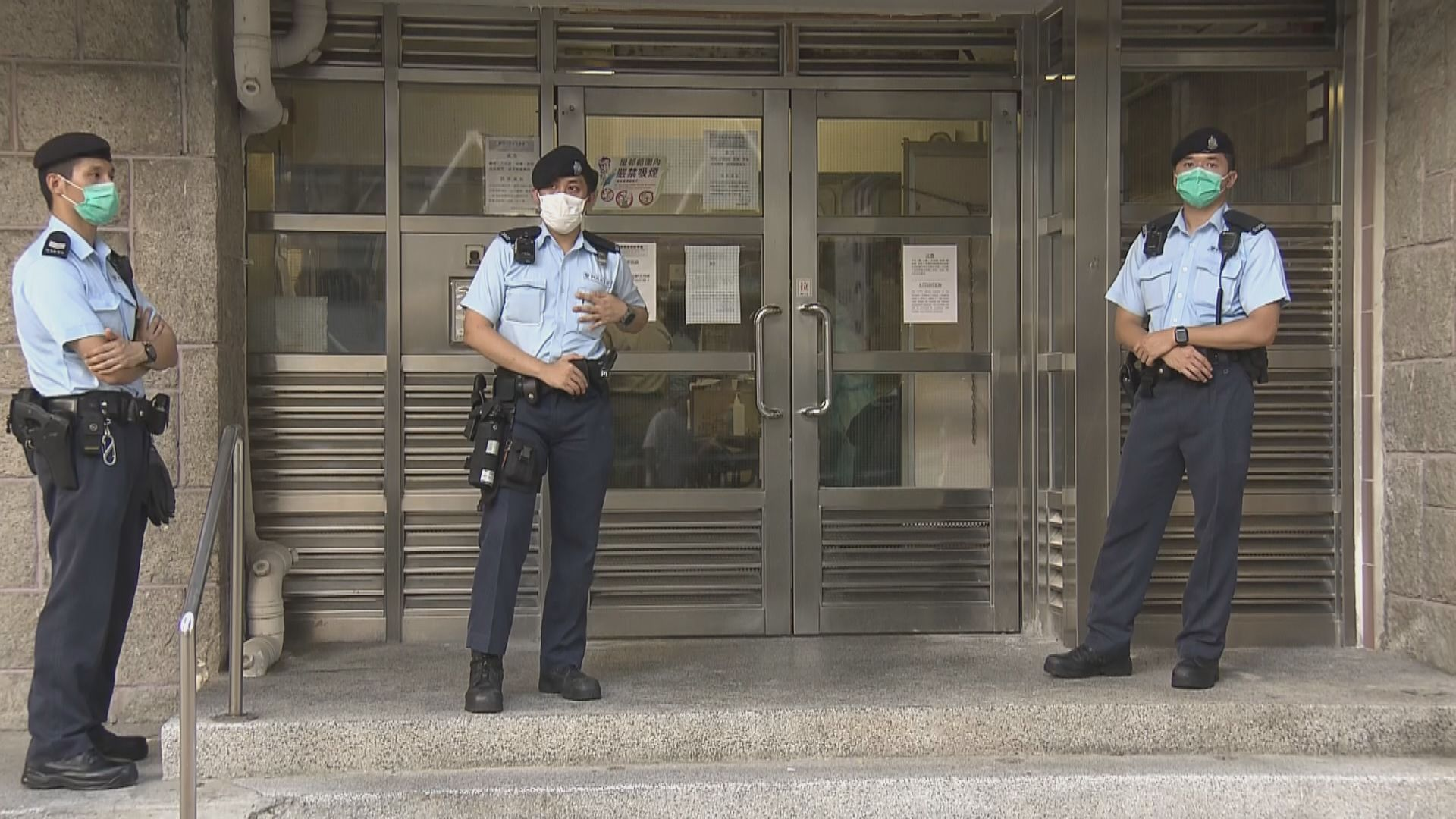 祿泉樓部份住戶撤離 大批警員戒備