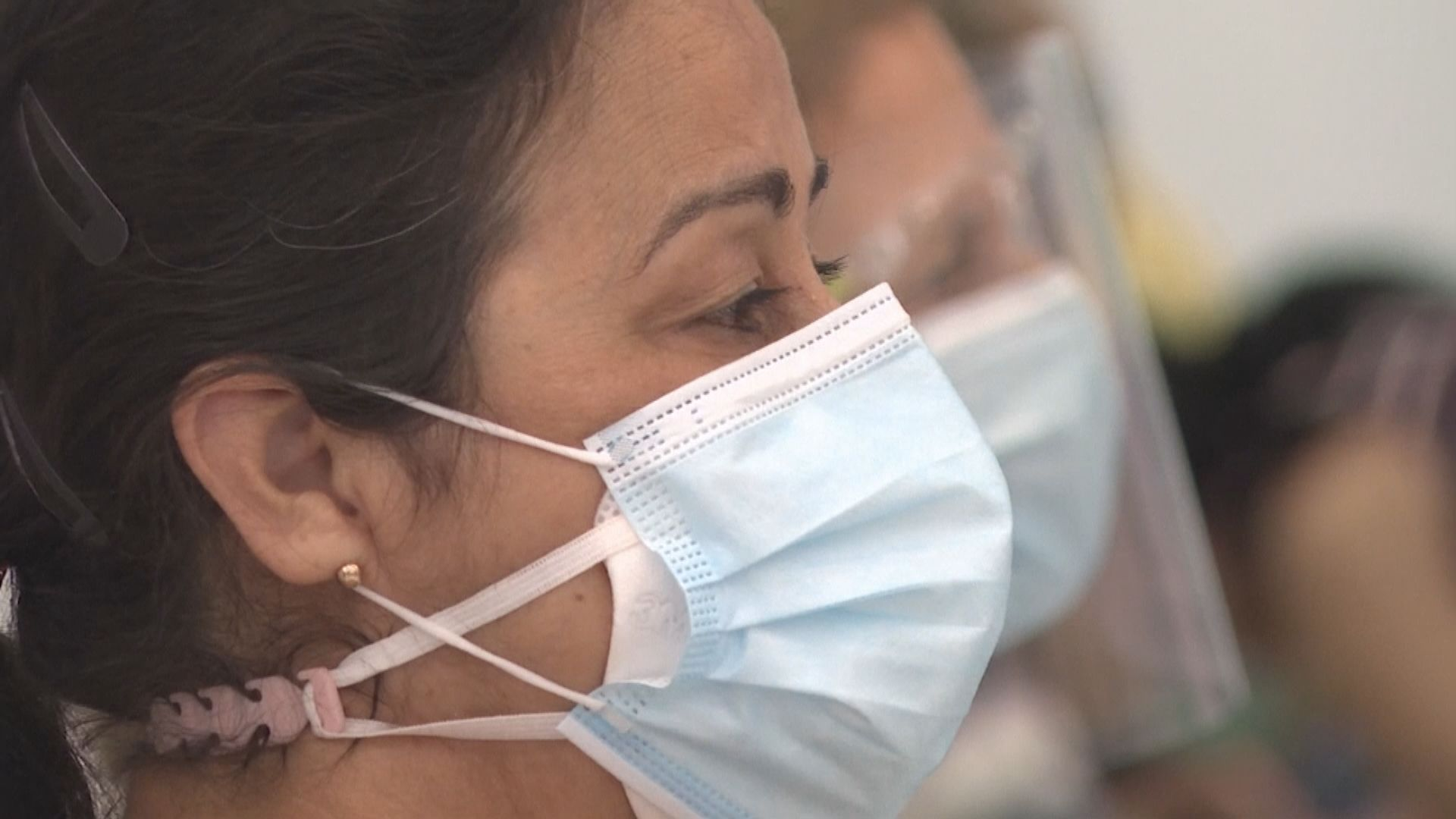 美國疾控中心修訂指引 指佩戴兩個口罩有助阻止新冠病毒傳播