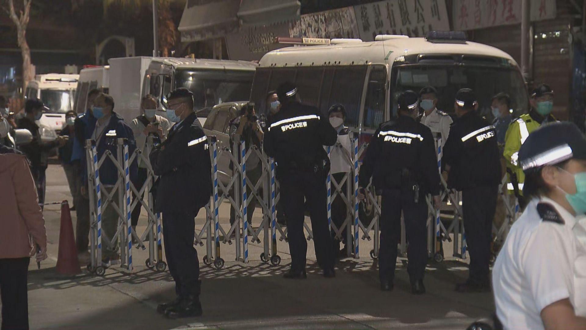 政府晚上突襲圍封碧街9至27號及東安街3號