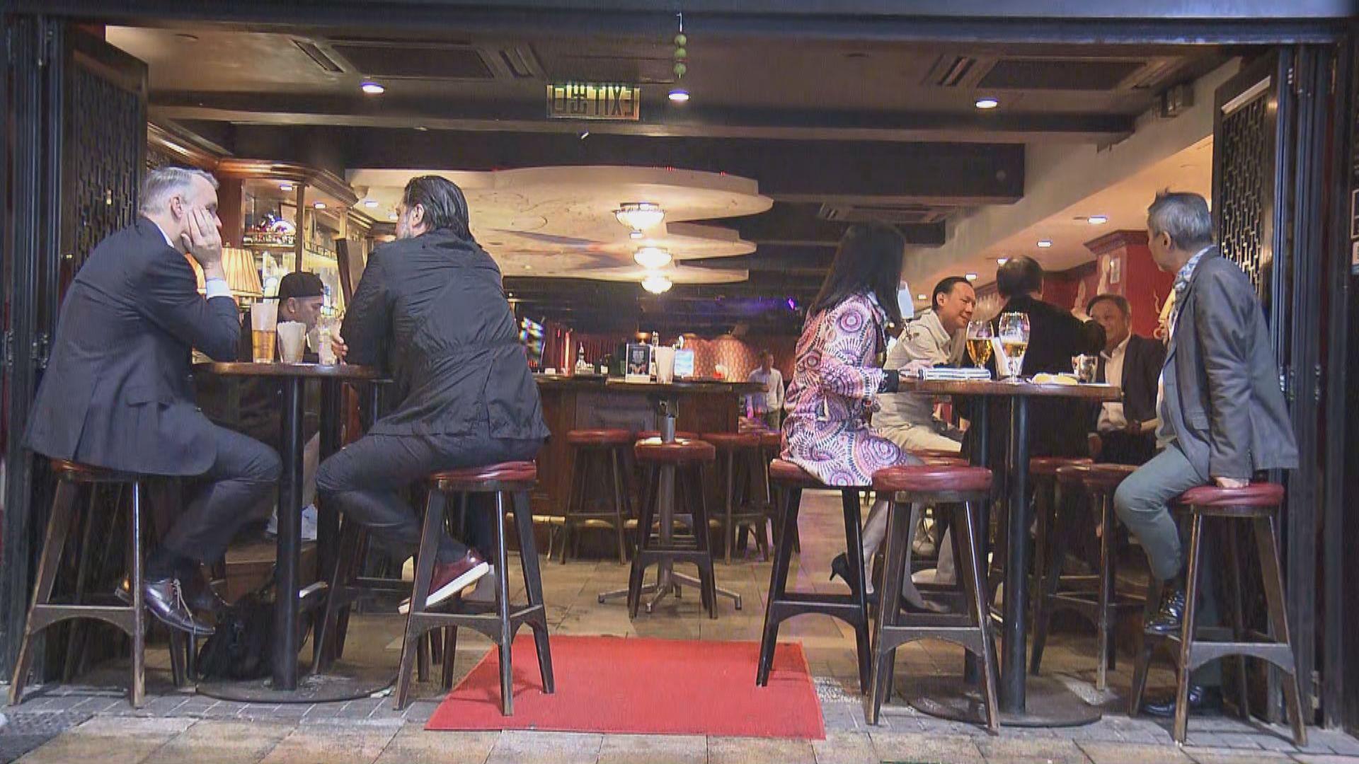 蘭桂坊酒吧如常營業 未見有餐廳為食客量度體溫